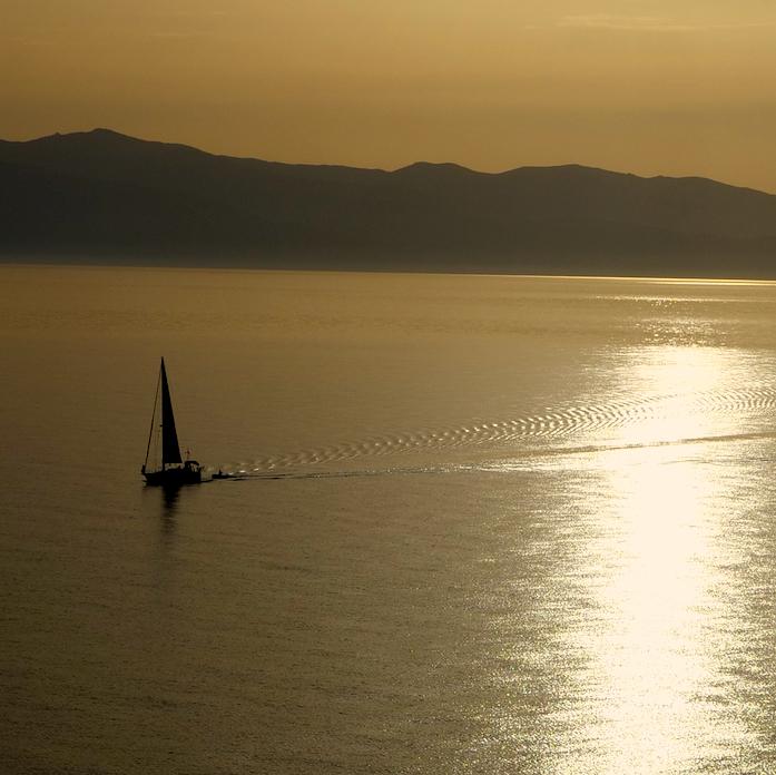 voilier en mer sunset